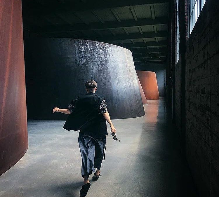 """I think if you want to make art, at some point you have to suspend judgment, and you have to involve yourself with play and not worry about the outcome."" —Richard Serra RG @yana_bardadim #richardserra #diaartfoundation"